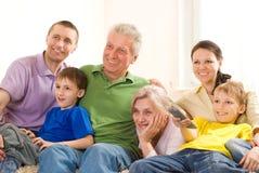 Familie von sechs Leuten Lizenzfreie Stockfotografie