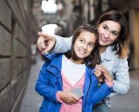 Familie während des Sightseeing-Tours Stockbilder