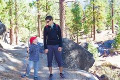 Familie wandeling Stock Foto's