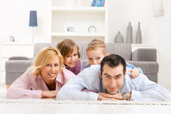 Familie zu Hause Lizenzfreies Stockbild