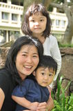 Familie zusammen lizenzfreie stockbilder