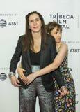 Familiebanden bij TFF: Laurie Simmons en Lena Dunham Stock Foto