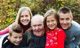 Familiebezoek, blij ogenblik Royalty-vrije Stock Afbeelding