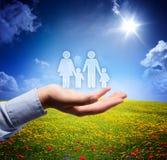 Familieconcept in uw hand Stock Afbeeldingen