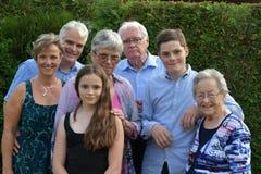 Familiefoto met verscheidene generaties stock foto