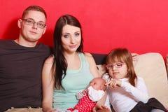 Familiefoto van moeder, baby, dochter en vader royalty-vrije stock foto's