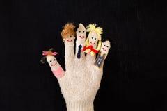 Familieleden op de vingers van de handschoen Stock Foto