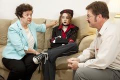 Familien-Beratung - sie treibt mich verrückt an lizenzfreie stockfotografie