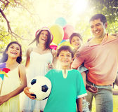 Familien-Glück erzieht Feiertags-Ferien-Tätigkeits-Konzept Lizenzfreie Stockbilder