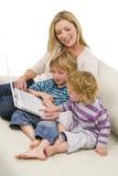 Familien-Lernen Stockfotos