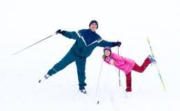 Familien-Skifahren lizenzfreies stockbild