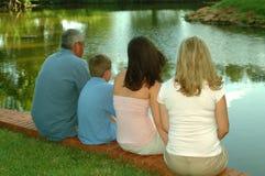 Familien - vier sitzend Lizenzfreie Stockbilder