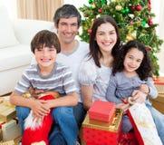 Familien-Weihnachtsportrait lizenzfreies stockfoto