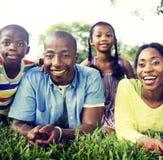 Familien-Zusammengehörigkeits-Einheit erzieht Sohn Daugther-Konzept Lizenzfreie Stockfotos