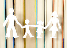 Familienabbildungen gebildet vom Papier Lizenzfreie Stockfotos