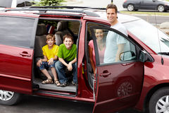 Familienauto lizenzfreie stockbilder