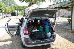 Familienauto des Gebührengepäcks bereit zur Abfahrt Stockfoto