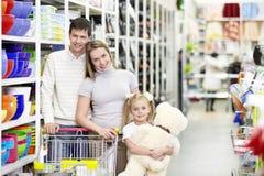 Familieneinkaufen lizenzfreies stockbild