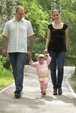 Familiengehen lizenzfreies stockfoto