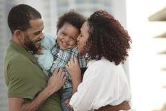 Familiengruppenumarmung Stockbilder