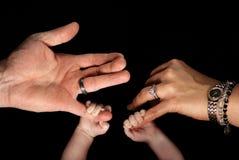 Familienhände lizenzfreies stockbild