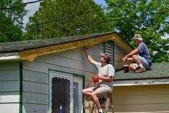 Familienhausmalereiprojekt Stockbilder