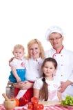 Familienkochen stockbilder