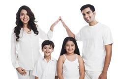 Familienlächeln Stockbild