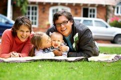 Familienlächeln Stockfoto