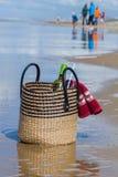 Familienpicknick auf dem Strand Lizenzfreies Stockfoto