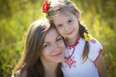 Familienporträt auf Natur Lizenzfreies Stockbild
