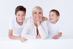 Familienporträt, Mutter mit Söhnen Lizenzfreie Stockfotos