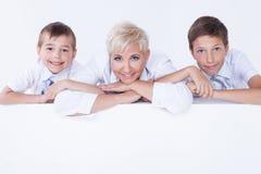 Familienporträt, Mutter mit Söhnen Stockfoto