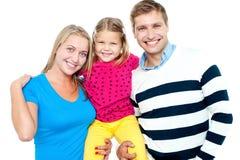 Familienportrait auf einem weißen Hintergrund Stockfotografie
