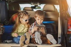 Familienreise der Reise mit dem Auto machen zusammen Urlaub Stockbild