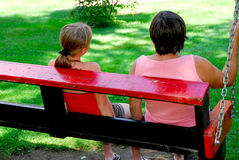 Familienschwingen lizenzfreie stockfotos