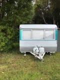 Familienurlaubreise, gemächliche Reise im Wohnmobil, glückliche Feiertags-Ferien in kampierendem Auto Schöne Natur Neuseeland nat lizenzfreies stockbild