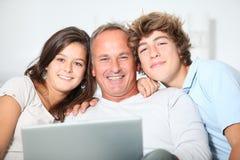 Familienzeit stockbilder