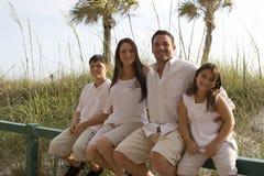 Familienzeit auf einem Strand Stockfotografie