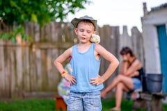 Familienzeit im Freien lizenzfreie stockfotos