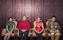 Familieportret in Traditionele Chinese Kleding royalty-vrije stock afbeeldingen