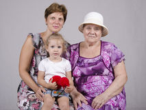 Familieportret van het kind, de grootmoeder en de groot-grootmoeder Royalty-vrije Stock Foto's