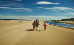 Familiereis langs de kust royalty-vrije stock foto's