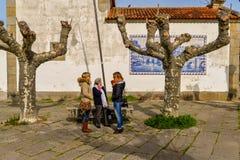 Families in Playa Amerika - Nigran - Galicië stock foto's