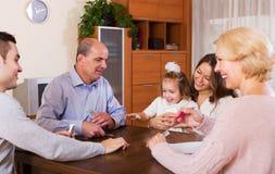 Familiespel in brug Stock Fotografie