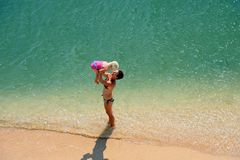 Familiespel op een strand royalty-vrije stock fotografie