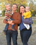 Familj av fyra i höst royaltyfria foton