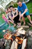 Familj av fyra i höstskogen royaltyfri fotografi