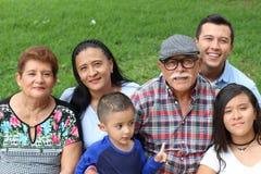 Familj av invandrare i USA royaltyfri bild