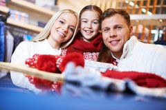 Familj av shoppare Royaltyfri Bild